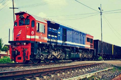 Dari total pendapatan perseroan selama 2013, penyewaan kereta angkutan barang menyumbang sekitar 45%.  - bisnis.com