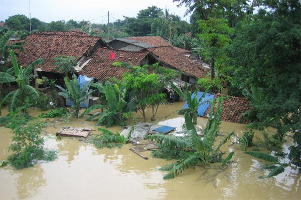 Bencana banjir merendam rumah warga  - Bisnis.com