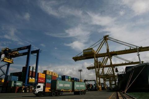 Keberadaan dua pelabuhan tersebut nantinya diupayakan sejajar dengan keberadaan Singapura.  - bisnis.com