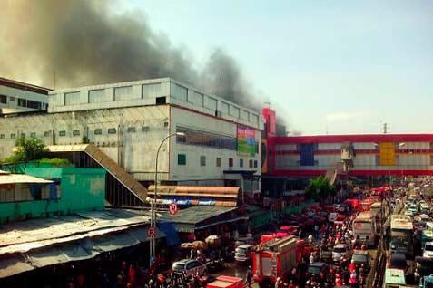 Imbas Pasar Senen terbakar, lalu lintas macet  - twittertmc