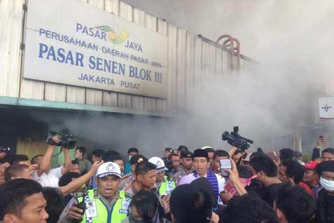 Kebakaran paling parah terjadi di lantai dua.  - bisnis.com/akhirul anwar
