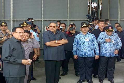 Presiden meminta para aparat di lapangan untuk berkonsentrasi mendukung upaya petugas pemadam kebakaran memadamkan api. - bisnis/demiz