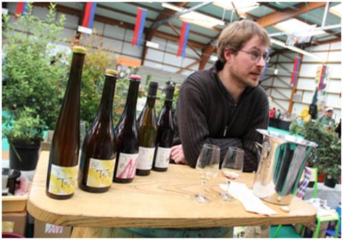Monsieur Boutin dan sweet wine Bourrase miliknya. Dengan ramah, ia menjelaskan tentang bagaimana menentukan kualitas wine yang baik.  - Gusti Ayu Agustina Riski