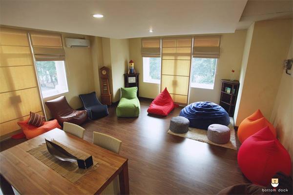 Karena tidak menggunakan material kayu atau besi, maka furnitur ini sangat ringan.  - bisnis.com