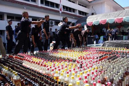 Permendag yang baru mengharuskan penjual minuman beralkohol Golongan A di minimarket mengantongi surat perizinan yang dilengkapi dengan surat keterangan dari otoritas perdagangan.  - bisnis.com