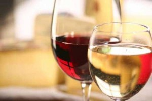 Pembatasan peredaran minuman beralkohol pun berlaku bagi prosedur impor.  - bisnis.com