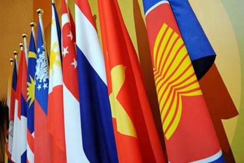 Indonesia terus mendorong seluruh anggota Asean untuk menyelesaikan masalah hambatan nontarif guna memacu arus bebas perdagangan barang di kawasan dan terus meningkatkan harmonisasi standar barang dalam rangka mengurangi hambatan nontarif.  - bisnis.com