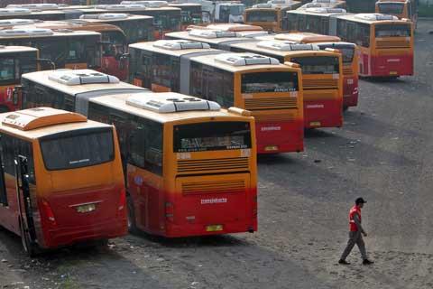 Sebelumnya, sebuah bus Transjakarta bernomor polisi B 7258 IV terlibat kecelakaan beruntun dikarenakan rem blong.  - bisnis.com