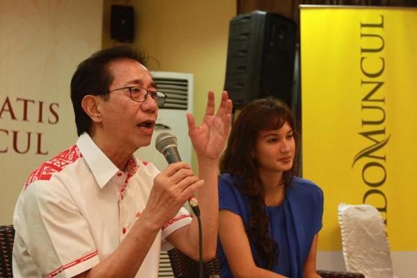 Presdir PT Sidomuncul Irwan Hidayat (kiri) dan Artis Nadin Chandrawinata saat jumpa pers di Jakarta, beberapa waktu lalu. - Bisnis/Nurul Hidayat