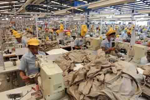 Industri tekstil terbebani kenaikan UMK dan tarif dasar listrik.  -