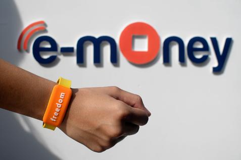 Ilustrasi e-Money. BCA tembus 60.000 Transaksi per Hari - Antara