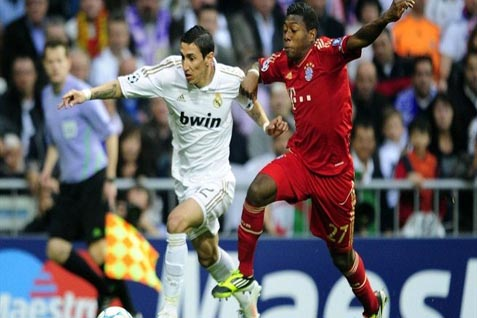 Di Maria (Real Madrid) kanan bertarung melawan David Alaba (Barcelona) - uefa.com
