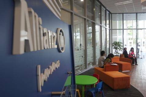 Kantor asuransi Allianz. Premi perseroan tumbuh 23%.