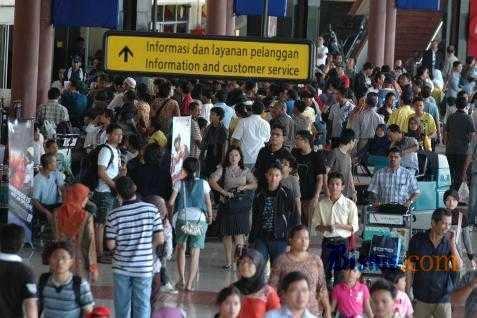 Kegiatan di bandara Soekarno Hatta. Hasilkan sampah 39 Ton per hari - Bisnis