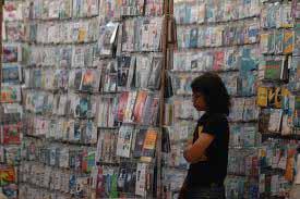 Penjualan CD software bajakan di kaki lima. Perusahaan Manufaktur paling banyak menggunakan - JIBI