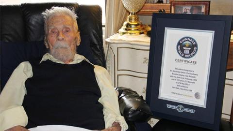 Lelaki tertua dunia, Alexander Imich, berusia 111 tahun.  -  www.guinnessworldrecords.com