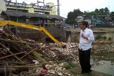 GubernurDKI Joko Widodo melihat tumpukan sampah - JIBI