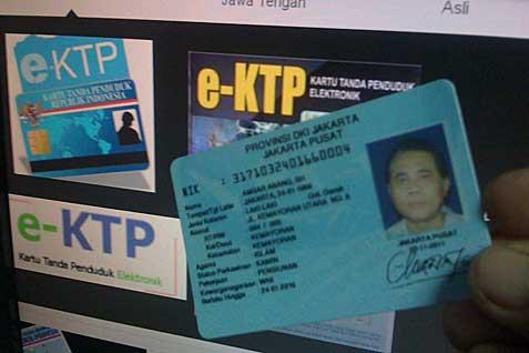 Contoh e/KTP. KPK Periksa Direktur PNRI