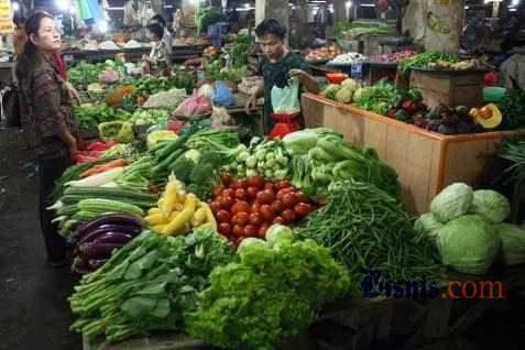 Penjualan sayuran di pasar tradisional. Jabar genjot konsumsi buah dan sayur - Bisnis