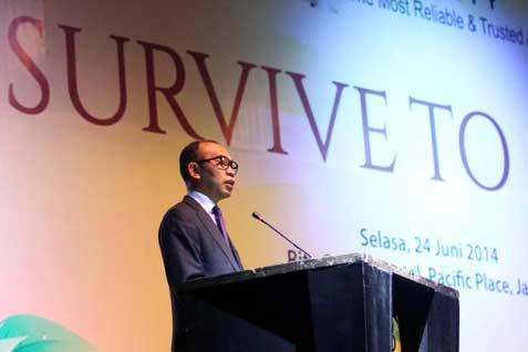 Menteri Keuangan Muhammad Chatib Basri, memberikan sambutan pada acara Bisnis Indonesia Award 2014 di Jakarta, Selasa (24 - 6).