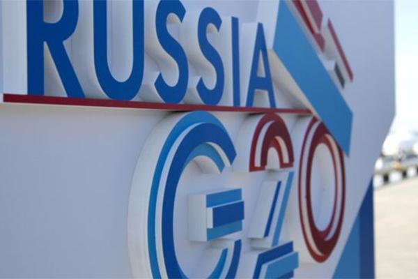Risia dan logo G20. Mata uang Ruble melemah.