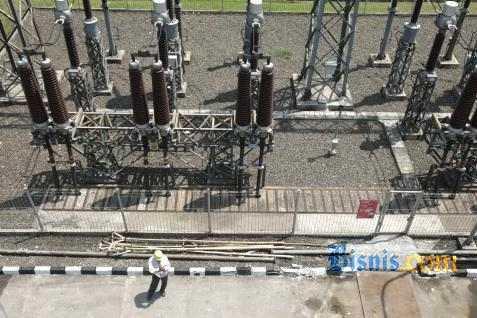 Ilustrasi jaringan listrik PLN.  -