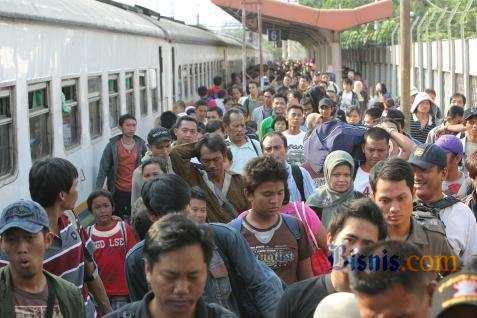 Arus balik pemudik mulai padati Stasiun Pasar Senen, Jakarta -