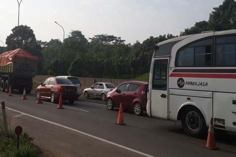 Situasi tol Cikampek menuju Jakarta, Sabtu (2/8/2014) jelang sore - Bisnis/Yanita Petriella