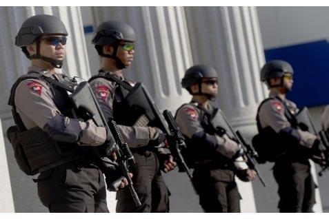Aparat Polisi  - Antara