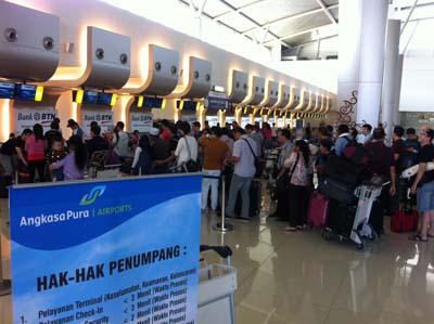 Suasana di Terminal 2 Bandara Internasional Juanda Surabaya pada Minggu 27 Juli 2014 - Bisnis/Peni Widarti