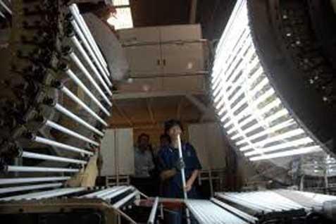 Pabrik lampu neon - Antara