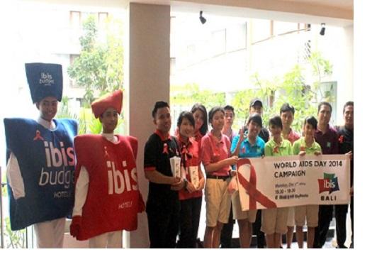 uarga Hotel ibis di Bali mengadakan acara World Aids Day 2014 Campaign di Mall Bali Galeria. - Natalia Indah Kartikaningrum/JIBI
