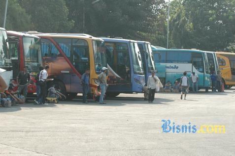 Bus di terminal - Bisnis.com