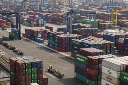 Suasana pelabuhan peti kemas Jakarta International Container Terminal (JICT), Tanjung Priok, Jakarta - Antara