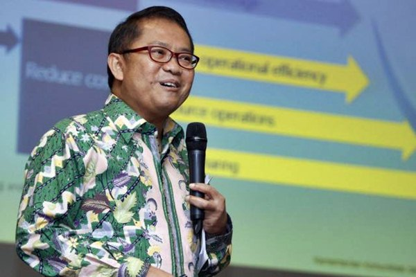 Menteri Komunikasi dan Informatika Rudiantara menjawab pertanyaan peserta diskusi telekomunikasi, di Jakarta, Senin (20/2). - JIBI/Endang Muchtar