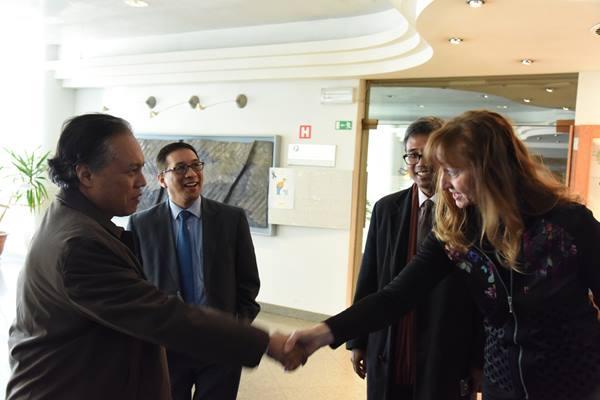 Direktur Jenderal Amerika dan Eropa Kementerian Luar Negeri RI Muhammad Anshor dan Deputy Chief of Mission KBRI - PTRI Wina Febrian A. Ruddyard bersama perwakilan dari Pelabuhan Koper Slovenia, Suzana Vrabek.(dok. KBRI/PTRI Wina)