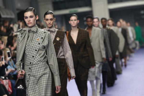 Koleksi busana Mulberry di London Fashion Week 2017 - Reuters/Neil Hall