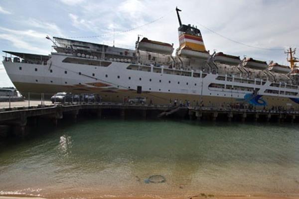 KM Kelud bersandar usai perlayaran perdana pascaperbaikan di Pelabuhan Sekupang, Batam, Sabtu (15/11/2014). - Antara
