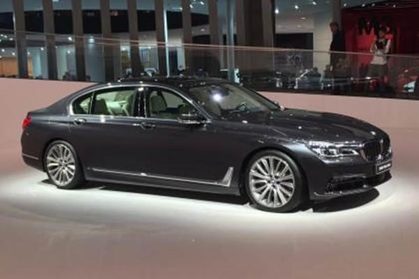 BMW Seri 7. - www.autoexpress.co.uk