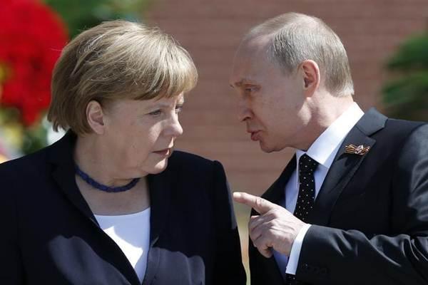 Kanselir Jerman Angela Merkel dan Presiden Rusia Vladimir Putin. - Reuters