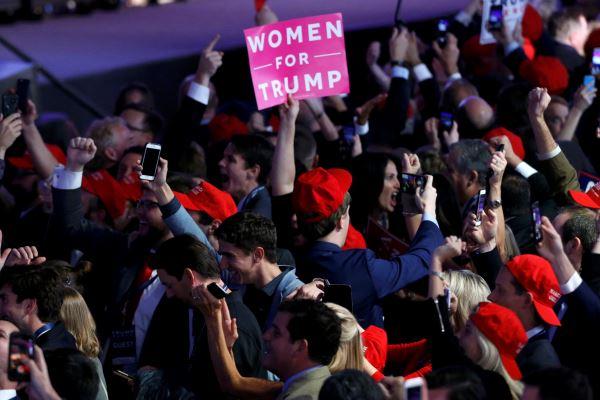 Ekspresi pendukung Trump di Manhattan, New York, AS, 8 November 2016. - Reuters/Brendan McDermid