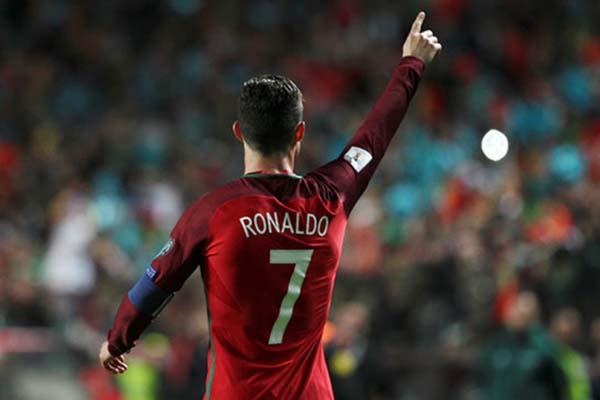 Cristiano Ronaldo setelah mencetak gol Portugal ke gawang Hongaria - Reuters/Pedro Nunes