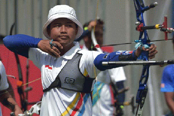 Atlet panahan Indonesia Riau Ega Agata Salsabila - Antara/Nyoman Budhiana