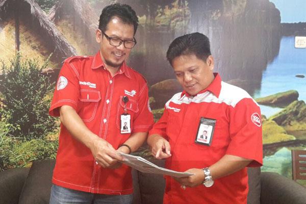 GM Telkom Witel Banten Muskab Muzakkar (kanan) dan War Room Manager Wawan Hadiawan  -  Bisnis/Lahyanto Nadie