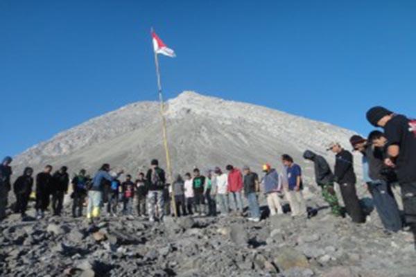 Gunung Semeru Pendakian Dibatasi Hingga Pos Kalimati