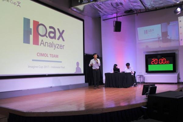 Tim CIMOL, developer muda asal Institut Teknologi Bandung, mempresentasikan karya aplikasi mereka, Hoax Analyzer di america, Jakarta, Jumat (7/4 - 2017).