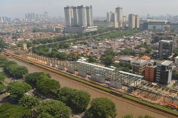 Pemandangan pembangunan stasiun Sudirman Baru untuk kereta tujuan bandara, di Jakarta. - Antara