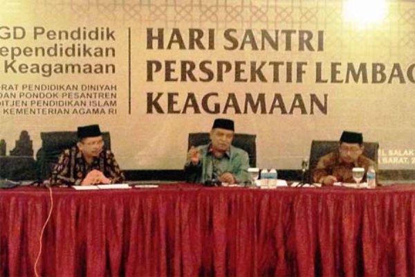 Ketua Umum PBNU KH Said Aqil Siradj (tengah).  - www.kemenag.go.id