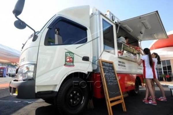Food truck di pameran otomotif Indonesia International Motor Show (IIMS) 2015 - Antara