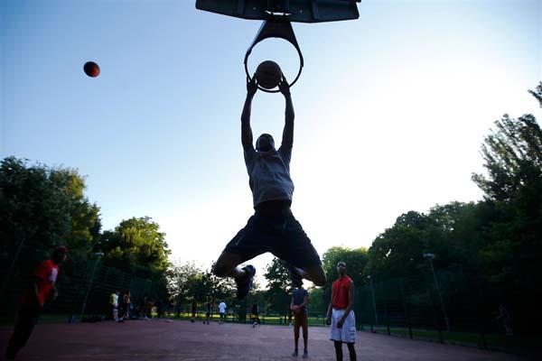 Ilustrasi basket - Reuters/Laszlo Balogh